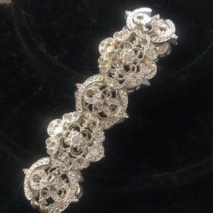 Avon lace Motif Stretch Bracelet Sivertone